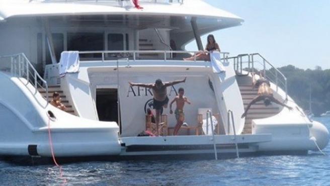 Cristiano Ronaldo, de vacaciones, con su familia a bordo de un yate de lujo.