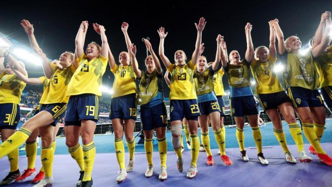 Las jugadoras de Suecia celebran su pase a cuartos de final del Mundial femenino.