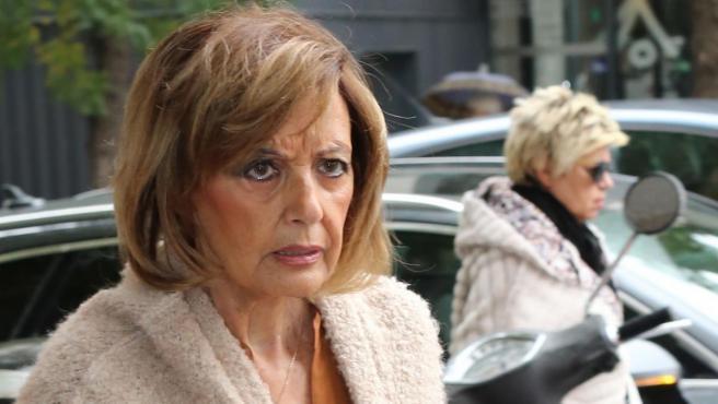 La periodista María Teresa Campos, por las calles de Madrid, en 2018.