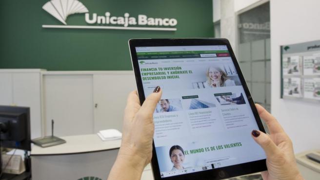 Unicaja refuerza el acceso a sus servicios en la aplicación móvil de banca digital