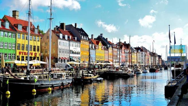 En decimotercera posición se encuentran los daneses, que tiene que pagar 1,47 euros por litro de gasolina. Esta cantidad es un 9% inferior que el año anterior.