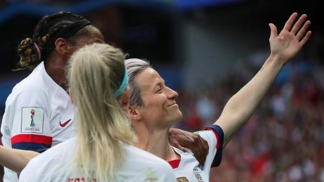 La Selección femenina de fútbol de Estados Unidos celebra uno de los tantos de Rapinoe