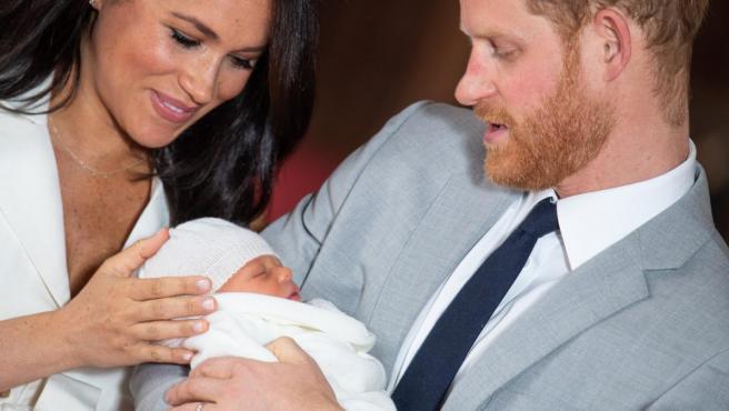 Los duques de Sussex, con su hijo Archie.