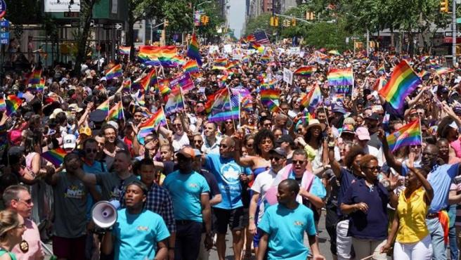 Marcha del Orgullo durante el WorldPride, en la Quinta Avenida de Manhattan (Nueva York).