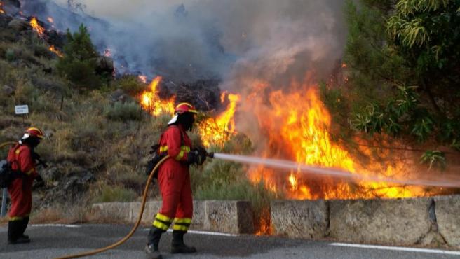 Incendios.- El alcalde de Pedro Bernardo (Ávila): 'Nos han abandonado, he tenido que ir con el camión a apagar el fuego'