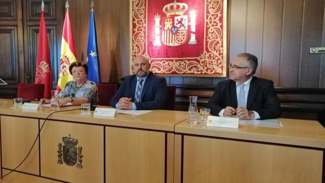 María José Beaumont, José Luis Arasti y Enrique Maya