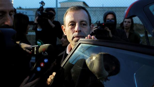 Sandro Rosell, expresidente del Barcelona, a su salida de la cárcel de Soto del Real.