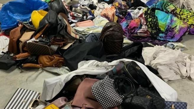 Sucesos.- Intervienen más de 1.000 objetos para el 'top manta' en Barcelona.