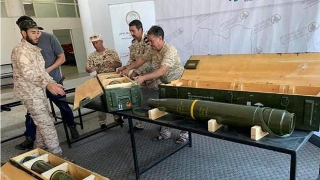 Armas supuestamente estadounidenses halladas en una base arrebatada en el sur de Trípoli (Libia) al mariscal Jalifa Hafter, hombre fuerte del país, en una imagen del 30 de junio de 2019.