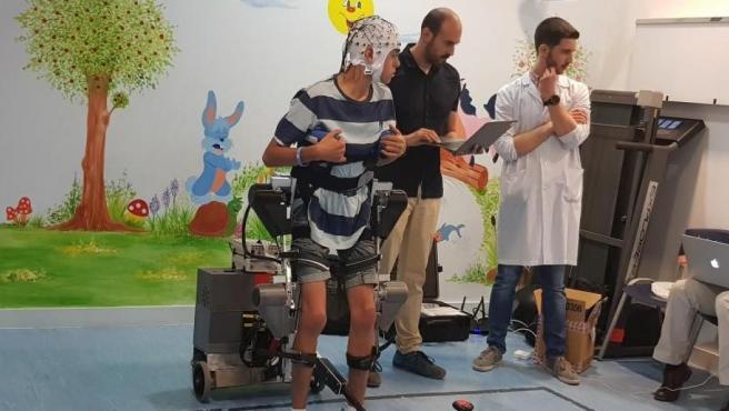 Presentación de un exoesqueleto que responde a las órdenes del cerebro en el Hospital Niño Jesús de Madrid.