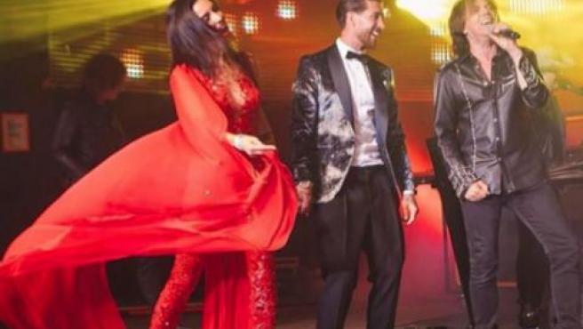 Pilar Rubio y Sergio Ramos disfrutan de la actuación de Europe en su boda.