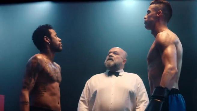 Una imagen del spot en el que Neymar y Cristiano se enfrentan en un ring.