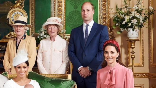 Los duques de Cambridge, en la foto de grupo tras el bautizo de Archie, el hijo de los duques de Sussex.