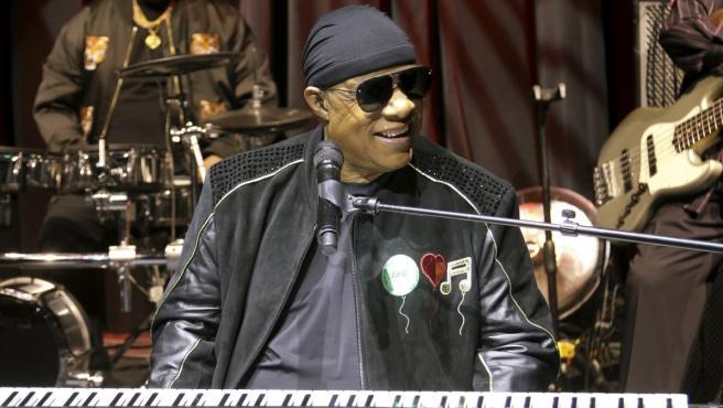 Stevie Wonder durante una actuación.