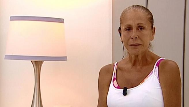 Isabel Pantoja, al ser informada de que debe abandonar 'Supervivientes'.