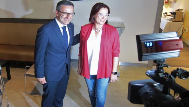 El secretario general del PSRM, Diego Conesa, con diputada regional y la candidata a la Presidencia de la CARM por Ciudadanos, Isabel Franco