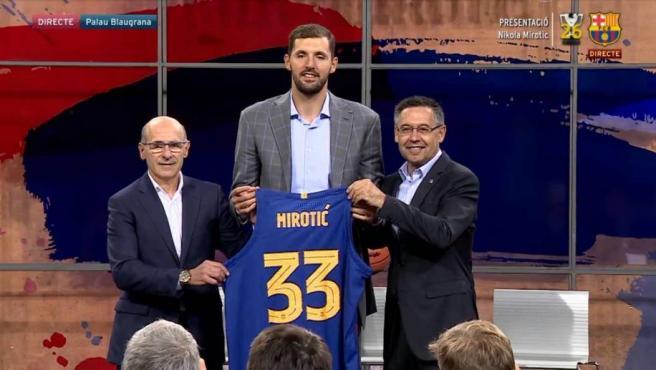 Nikola Mirotic, durante su presentación como jugador del FC Barcelona.