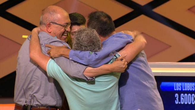Valentín, Manuel, Erundino y Alberto (Los Lobos), tras ganar el bote de '¡Boom!'.