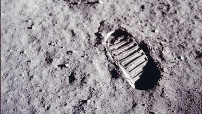 Un presupuesto 'exorbitado' y una preparación física inexistente: así se llegó a la Luna por primera vez