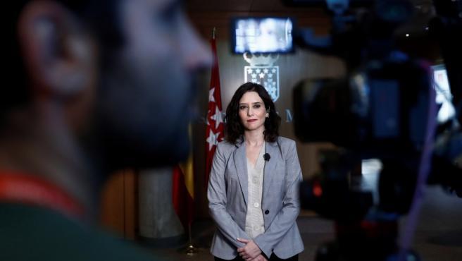 La candidata del PP a la Comunidad de Madrid, Isabel Díaz Ayuso, momentos antes de reunirse con el presidente de la Asamblea de Madrid, Juan Trinidad.