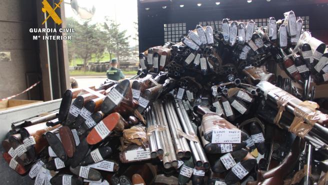 Imagen de armas incautadas y fundidas.
