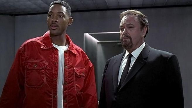 Rip Torn, junto a Will Smith en 'Men in Black'.