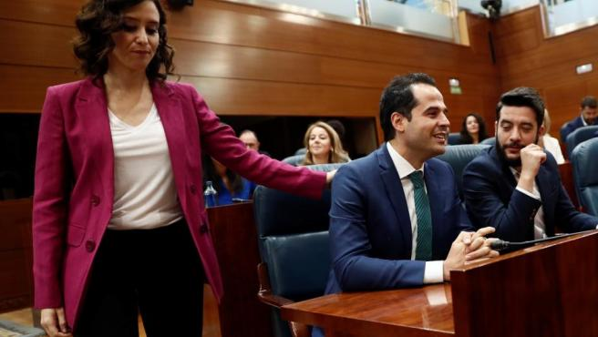 La candidata del PP a la Presidencia de la Comunidad de Madrid, Isabel Díaz Ayuso, y el candidato de Ciudadanos Ignacio Aguado, en la Asamblea de Madrid.