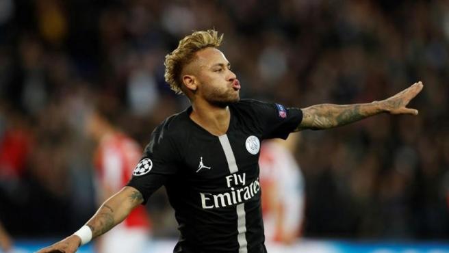 Neymar celebra un gol con la camiseta del PSG.