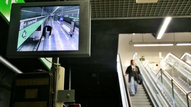 Empleados del Metro de Barcelona hacen huelga mañana en una nueva jornada contra la gestión del amianto.