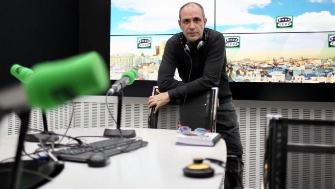 El director de 'La rosa de los vientos', Bruno Cardeñosa, en los estudios de Onda Cero.