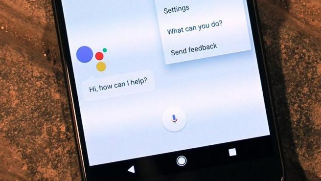 <p>El asistente virtual de Google, en un teléfono móvil.</p>