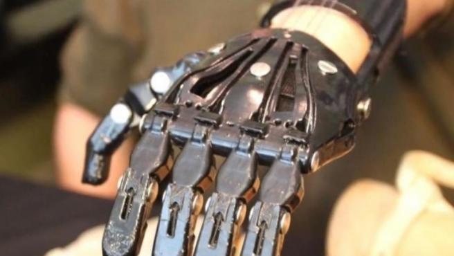 La prótesis de una mano realizada con una impresora 3D.