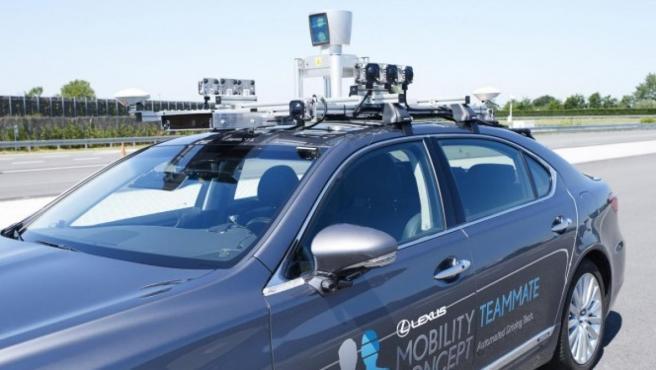 Lexus LS recorrerá carreteras abiertas al público para realizar pruebas de conducción autónoma.