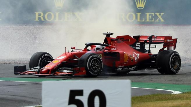 Sebastian Vettel vuelve a pista tras su accidente con Max Verstappen en el GP de Gran Bretaña.