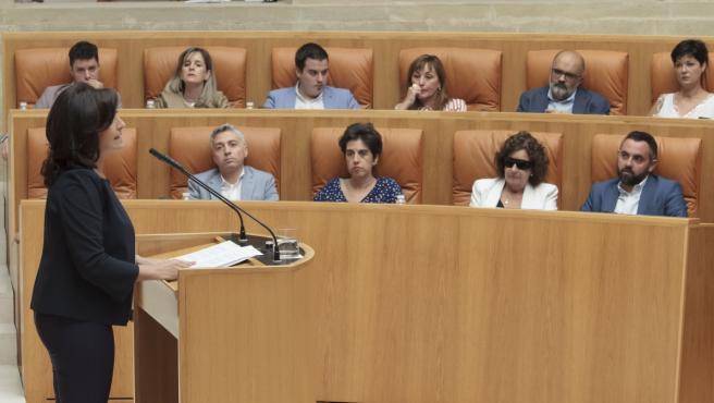 La candidata socialista a la presidencia de La Rioja, Concha Andreu, en el Parlamento de La Rioja, durante la primera sesión del pleno de investidura para la elección de la presidenta del Gobierno regional.