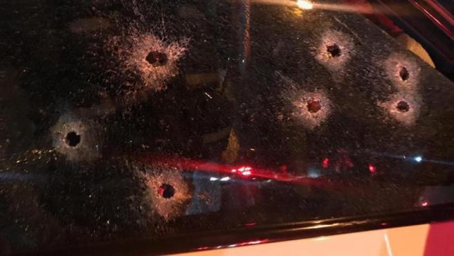 Los impactos de las balas que acabaron con la vida de Batchelor quedaron marcados en el cristal del coche.
