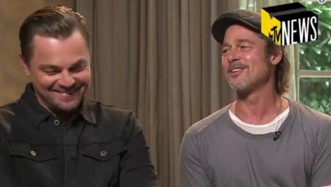 Leonardo DiCaprio y Brad Pitt durante la entrevista con MTV.