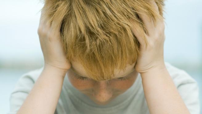 Un niño enfrentándose a sus deberes.