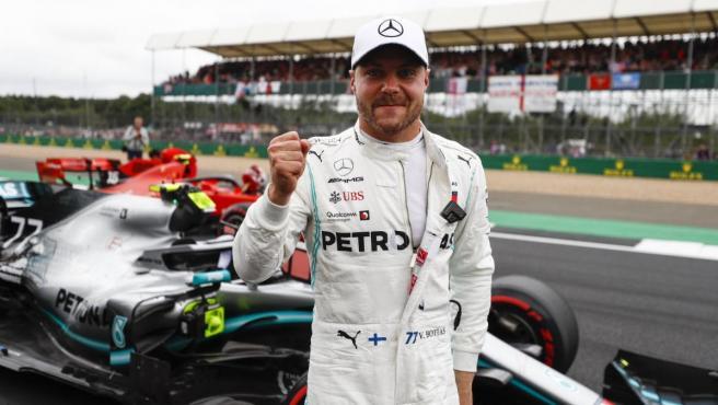Valtteri Bottas celebra su pole en el GP de Gran Bretaña.