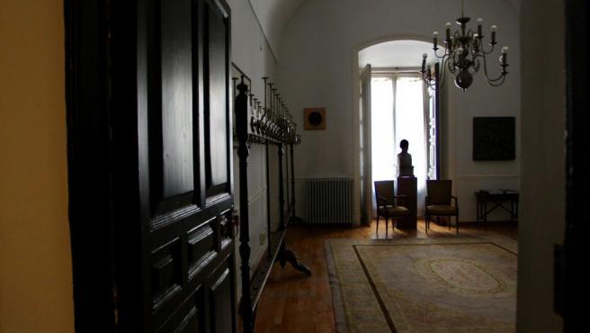 Sala de los percheros donde los académicos de la Real Academia de la Historia cuelgan sus abrigos y sombreros.