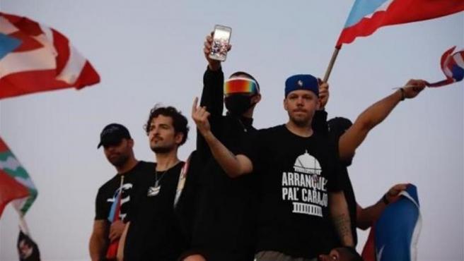 De izquierda a derecha, los cantantes puertorriqueños Ricky Martin, Tommy Torres, Bad Bunny y Residente, durante una manifestación en contra del gobernador de Puerto Rico, Ricardo Roselló, en San Juan.