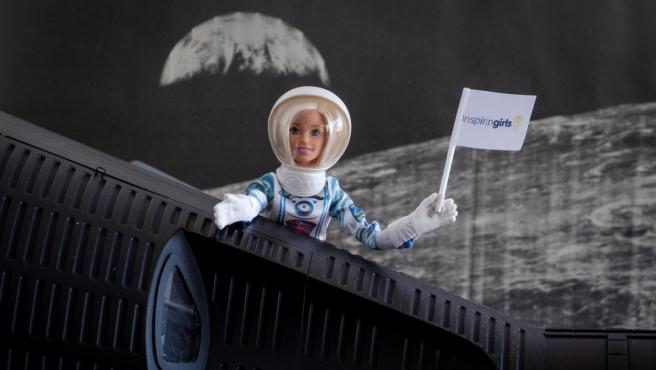 Barbie astronauta anima a las niñas a viajar al espacio.