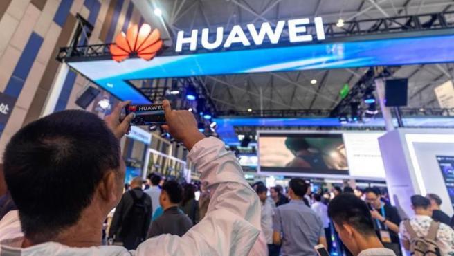 El logo de Huawei, en la Big Data Expo de Guiyang, en China.