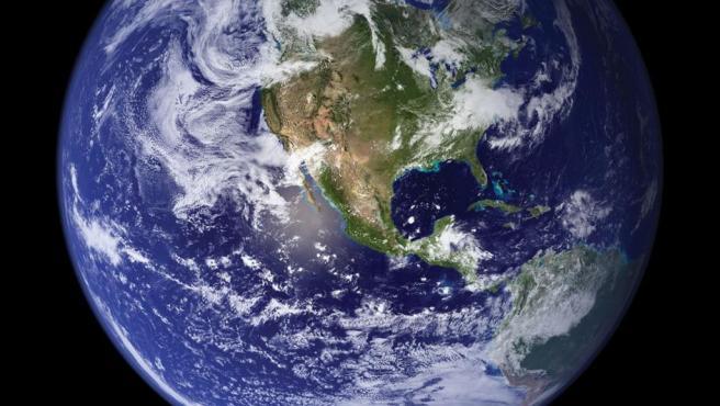 En este póster se ve nuestro planeta en toda su grandiosidad. En él se aprecian tanto los océanos como la mayor parte del continente americano. Una vista que solo se puede ver desde el espacio.
