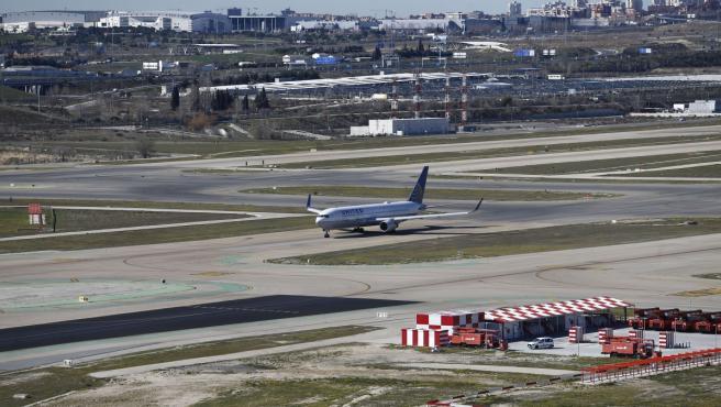 Pista de aterrizaje y despegue en el aeropuerto de Barajas.
