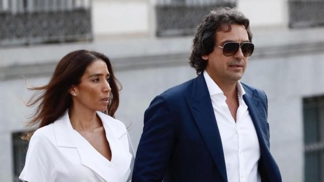 Juamna López y su esposa, a la salida de la Audiencia Nacional tras comparecer ante el juez por la 'Operación Dean'.