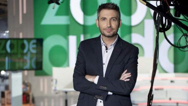 El presentador Frank Blanco posa en el plató de 'Zapeando'.