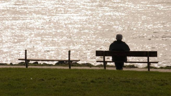 La soledad de las personas mayores es un problema en aumento.