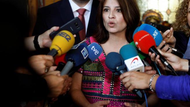 La portavoz del PSOE, Adriana Lastra, antes de asistir a la investidura del socialista Adrián Barbón como presidente del Principado de Asturias.