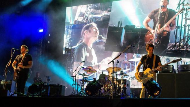 La banda estadounidense Kings of Leon durante su actuación en el FIB.